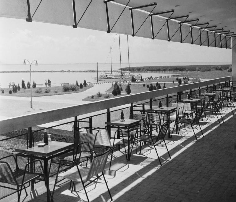 1962 Badacsony, Tátika Étterem teraszról kilátás, Hajóállomás, fotó © Bauer Sándor