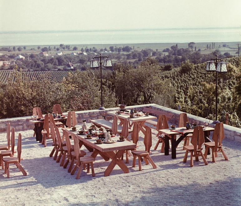 1969 Vonyarcvashegy, Helikon taverna terasz, fotó © Bauer Sándor