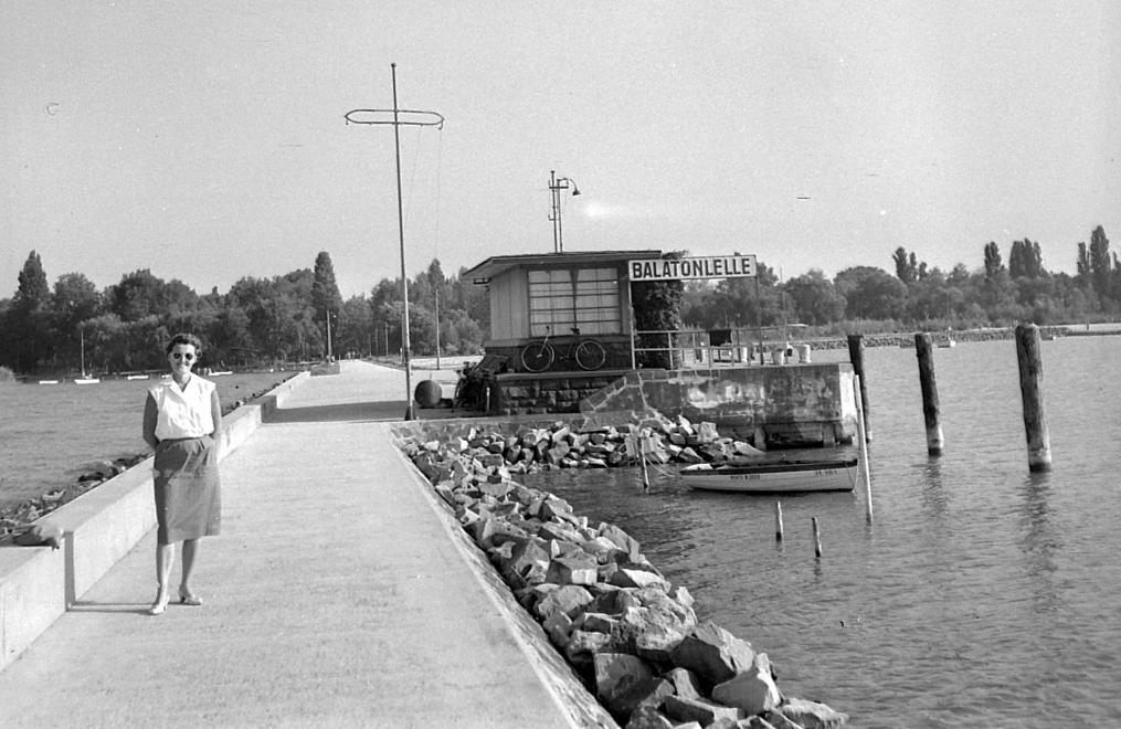 1961 Balatonlelle, Hajóállomás, fotó © Gyöngyi