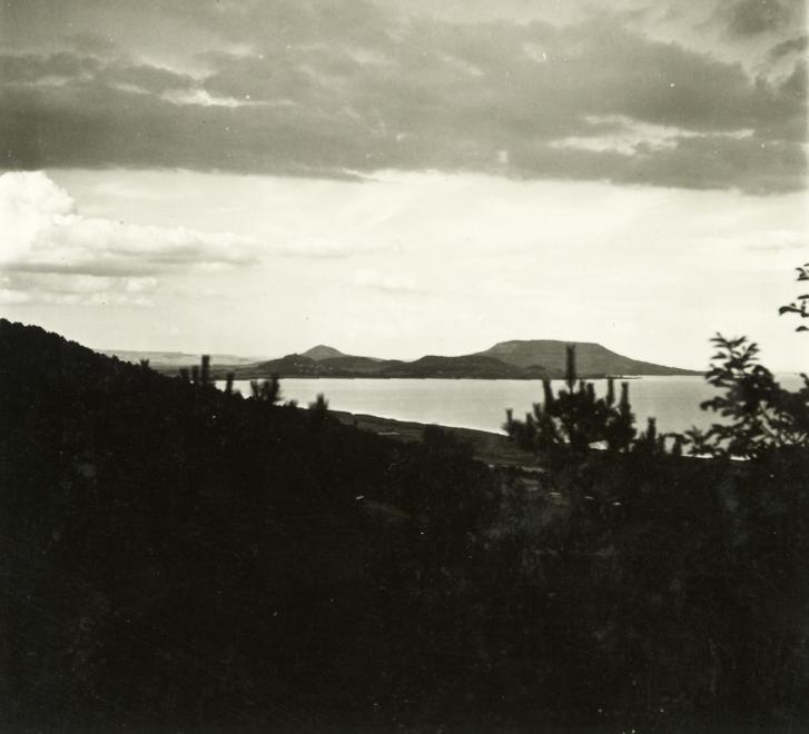 1941 Balatongyörök, Szépkilátó, távolban a Badacsony, fotó © Klenner Aladár