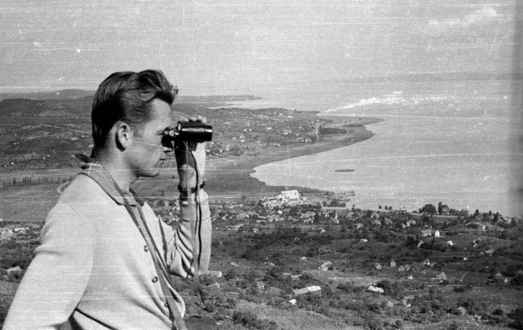 1956 Ábrahámhegy, Kilátás a Balatonra, fotó © Lipovits Károly