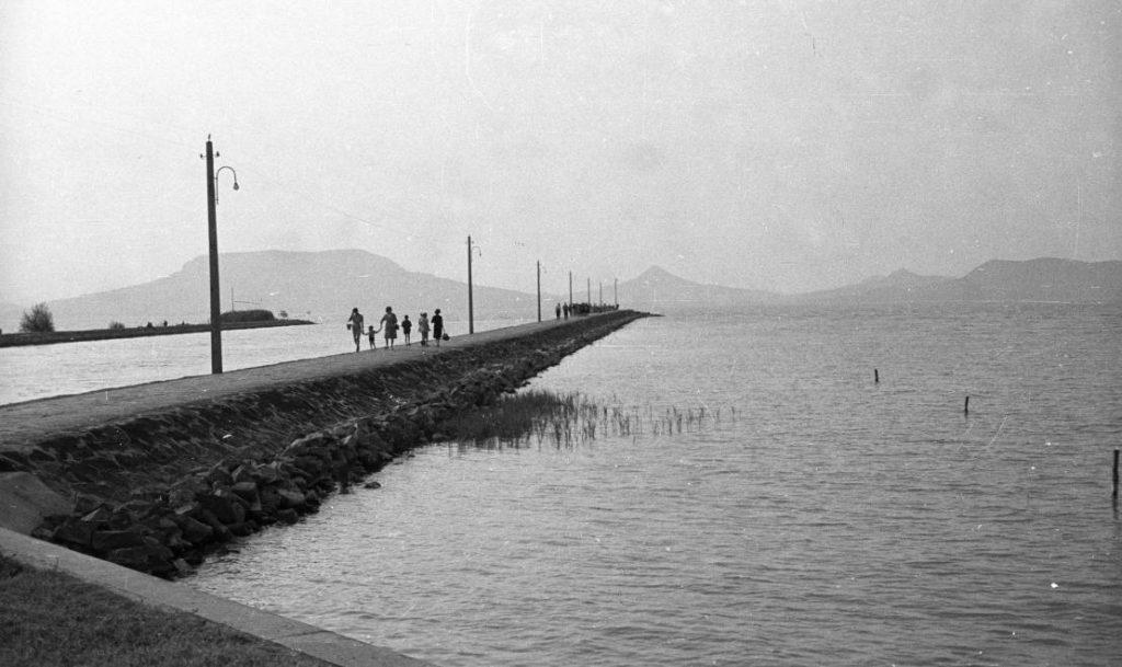 1961 Fonyód, Móló, Kikötő, Szemben Badacsony, fotó © Nagy Gyula