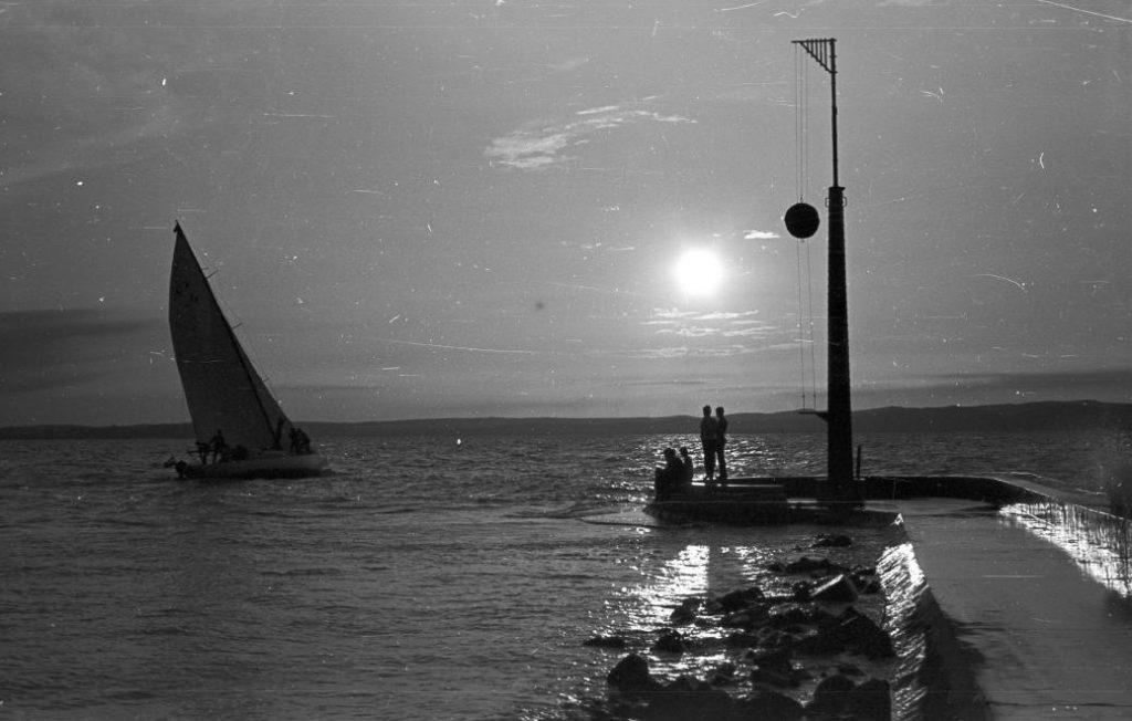 1965 Siófok kikötő, viharjelző kosár, fotó © Pálinkás Zsolt