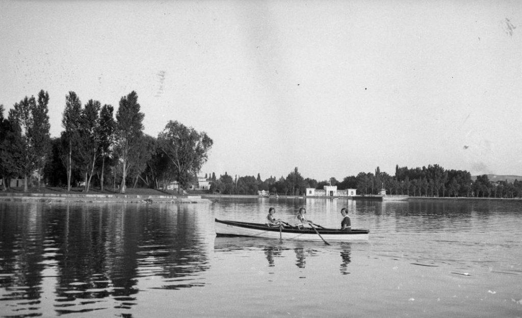 1935 Balatonföldvár, Galamb-sziget, csónak, fotó © Romak Éva