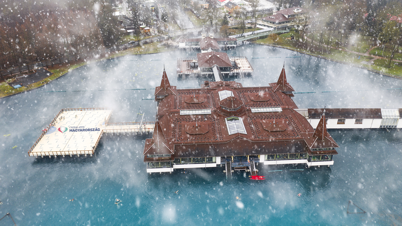 artróziskezelés magyarországon a hévizi tónál)
